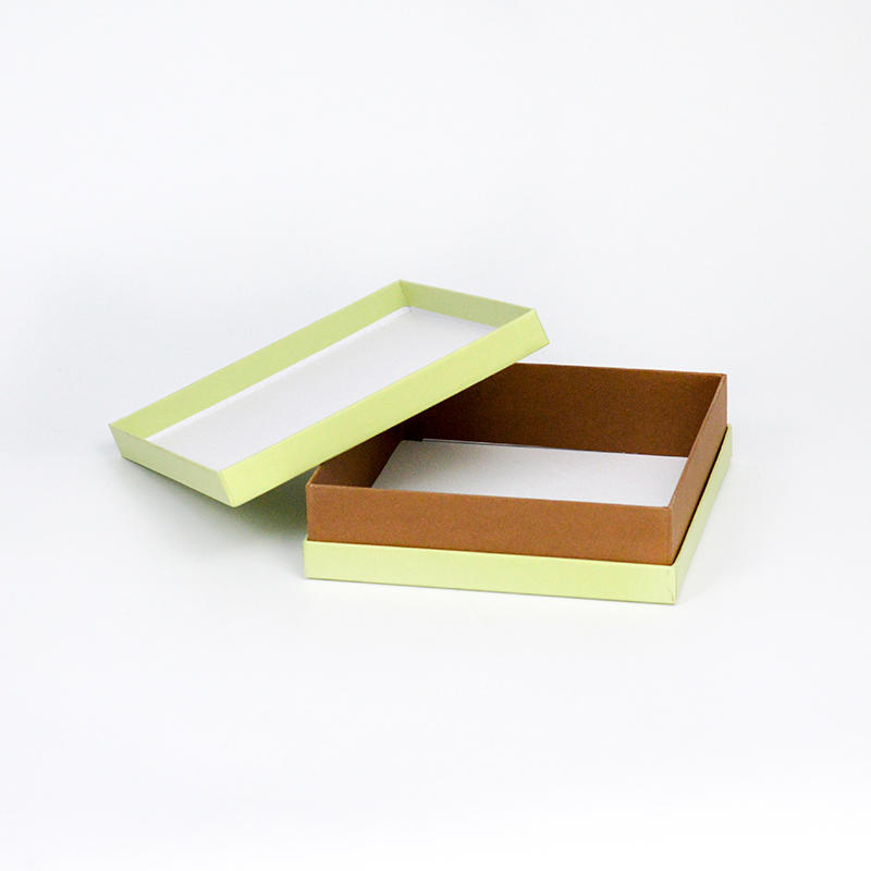 Cardboard Packaging Box For Gifts Size 18x18x5cm